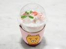 いちごミルク「リアルストロベリーラテ(5,000ウォン)」は、果肉入りで美味。人気キャラクター「ライアン」の顔付きのカップホルダーもとってもキュートです。