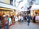 他にもプチプラで可愛い洋服や靴が手に入るお店や、話題のテイクアウトグルメ店があり、友達同士でショッピングや食べ歩きを楽しむのにぴったりです。