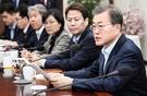 文在寅大統領が12日に青瓦台で開かれた首席・補佐官会議を主宰している。文大統領は「今後2カ月間に南北首脳会談と朝米首脳会談が相次ぎ行われ重大な変化があるだろう。われわれが成功させるなら世界史的に劇的な変化が作られるものであり、大韓民国が主役になるだろう」と話した。(写真=青瓦台写真記者団)