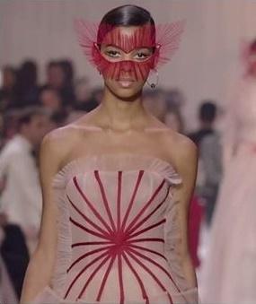 ディオールが中国ファッションショーで披露したドレス(写真=ディオールの公式インスタグラム)