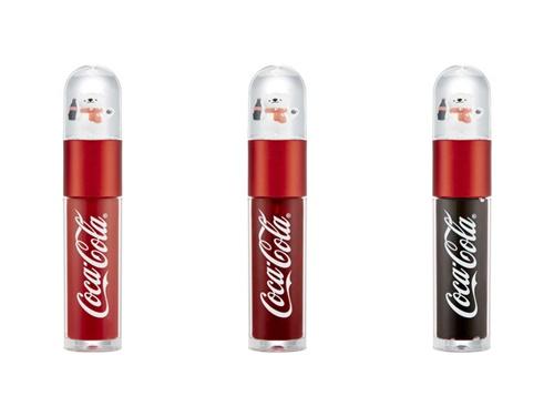 コーラ瓶を持ったポーラーベアが可愛い「コークベアティント(12,000ウォン)」は、レッドラベル、コークレッド、フィズブラウンの3色で展開中。