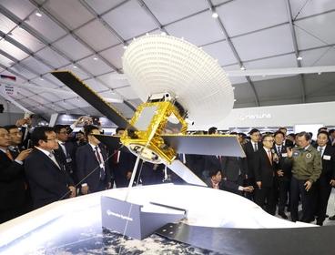 韓国型偵察衛星SARの模型(写真=青瓦台提供)