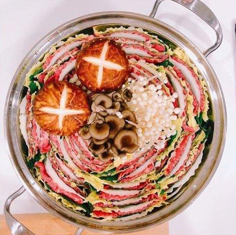 ユナが作った鍋料理(写真=テヨンのインスタグラム)
