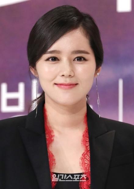 25日午後、ソウル永登浦TIMES SQUAREアモリスホールで開かれたOCNドラマ『ミストレス』の制作発表会にで笑顔をみせている女優のハン・ガイン。