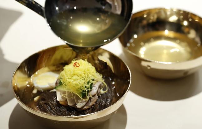 27日に平和の家で開かれた南北首脳会談の晩餐メニューである玉流館の平壌冷麺。(写真=中央フォト)