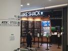 仁川国際空港第2ターミナルにある飲食店には活気がない。シェイクシャック・バーガーには行列の整理をするためのベルトパーテーションがむなしいほど客がいない。