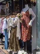 おしゃれ女子の春ファッションの定番といえばブラウス!特に細かい花柄のブラウスが人気。ショップコーデは韓国ファッションのトレンドを知る手がかりに。
