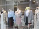 若者の街・弘大(ホンデ)の弘大駅裏から新村(シンチョン)方面に伸びる「タボッキル」エリアのショッピング通りは、個性的なお店が集まっており、お洒落かつリーズナブル。