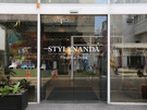 「STYLENANDA(スタイルナンダ) 弘大本店」やSNSで話題の「chuu(チュー) 弘大フラッグシップストア」があるのもこのエリアです。