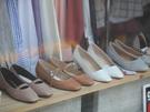春の訪れは足元から。軽やかな着こなしを演出する靴をゲットしてみても。