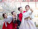 今年のゴールデンウィークは4月28日から!連休に訪れたいソウルで話題のスポットをご紹介します。街歩きがしやすいこの時期。韓国の伝統衣装・チマチョゴリをレンタルしてお散歩するのにピッタリ!※写真提供:「韓服男(韓服を着付けてあげる男)」