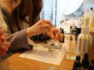 連休は休むだけにあらず!じっくりと自分磨きの時間が持てる「オリジナル香水作り体験」はおひとりさまに好評。情緒溢れる韓国伝統家屋で、世界に1つの香水が作れます。※写真提供:アロマインド