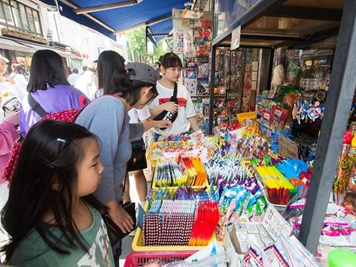 伝統的な工芸品のほかに、文房具や昔ながらの駄菓子も。見所、体験、ショッピング、グルメスポットに事欠かない仁寺洞。初めての韓国旅行、何度も訪れた方も新たな魅力を発見できます。