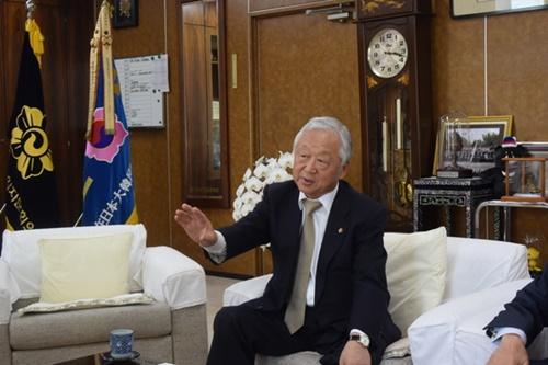 14日、東京港区にある民団中央本部で呂健二(ヨ・ゴンイ)民団団長が中央日報のインタビューに応じている。