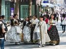 絶好の散策日和に、韓服を着て歩く人々も多く見かけられます。