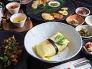 使う食材のほとんどが有機食品のオーガニック韓定食店「コッパベピダ」は、人気看板メニューの「ポジャギビビンバ」をはじめ、ランチコースも注目を集めています。