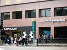 国際色豊かな街・梨泰院(イテウォン)の最寄り駅・地下鉄6号線梨泰院駅1番出口前には、工事を終え、新しい姿になって戻ってきたショッピングセンターが。今は1階だけのオープンですが、これからどんなショップが入店するのか注目です。