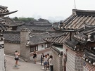 北村韓屋(プッチョンハノッ)マウルは韓国国内はもとより、海外からの観光客も大勢訪れる人気スポット。韓国の伝統家屋である韓屋(ハノッ)が軒を連ね、情緒ある風景を今に残しています。