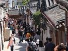 北村韓屋マウルの人気に伴い、観光客のマナーが問題となっています。早朝から大勢で通りを歩いたり、自撮り棒で敷地内を撮影したり、ゴミを道端に廃棄したり…。
