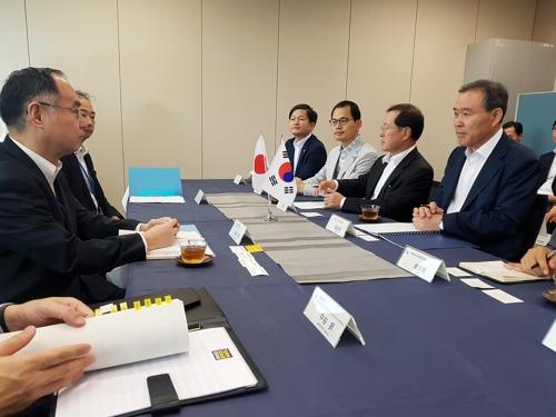 自治分権委員会が自治警察制導入案づくりのために6日午後、日本警察庁を訪れた。(写真提供=自治分権委員会)
