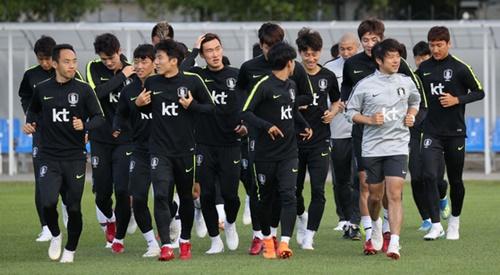 韓国代表が25日(現地時間)、サンクトペテルブルクのスパルタクスタジアムでジョギングしている。