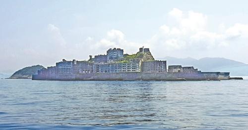 日帝強占期に海底に埋まっている石炭を掘り出すために韓国人600人が強制労働させられた軍艦島。公式名称は端島だが、佇まいが軍艦とそっくりなため軍艦島とも呼ばれている。(写真=中央フォト)