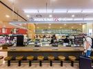 「LIVE KITCHEN」と書かれた空間には、ビビン冷麺をはじめとした麺類(4,500ウォン~8,000ウォン)を販売する「NOODLE KING」ほか複数のグルメ店が集まります。