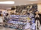 コスメやファッションなど、プチプラアイテムが豊富に揃うと評判の地下街「GOTO MALL」。暑い日が続くこのごろ、ファッションのポイントに欠かせない夏のトレンド靴が登場しています!