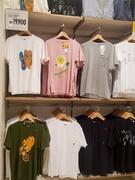 韓国のユニクロでは「カカオフレンズ」とのコラボTシャツが先月から登場!デザインがとっても可愛いと、SNSでも話題を集めています。(メンズ 全10種類 19,900ウォン、キッズ 全5種類 12,900ウォン)