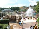 韓国最大級の遊園地「エバーランド」に隣接する「カリビアンベイ」は、韓国最大級のウォーターテーマパーク。巨大なガイコツから滝のように水が溢れ出すアドベンチャープールは、テンションMAX間違いなし!