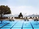 ワンランク上の大人な時間を過ごしたいときには、ホテルのプールがおすすめ!家族連れから恋人に友達まで…幅広く楽しめるのがプールの良いところ。ひと味違った思い出づくりで夏の暑さを吹き飛ばしてみては?