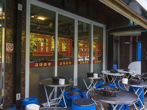 テラス席があるお店も多く、夏の外飲みにもぴったりの韓国グルメです。