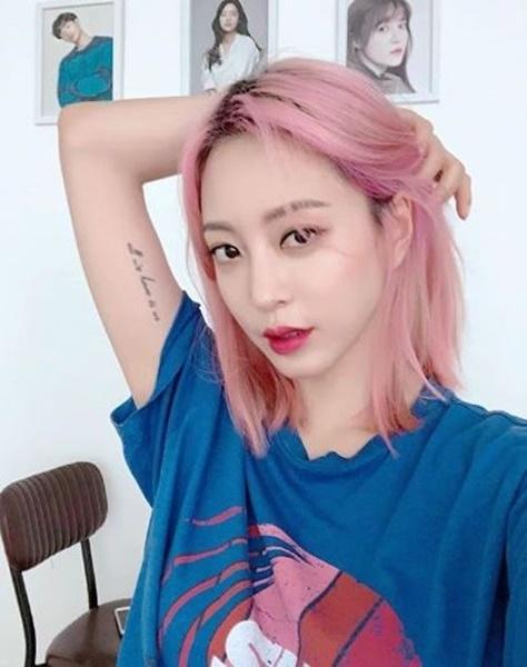 ヘアカラーを変えた韓国女優のハン・イェスル(写真=本人のインスタグラム)
