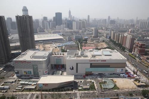 2014年6月1日、中国遼寧省瀋陽にオープンしたロッテ百貨店中国5号店。(写真共同取材団)