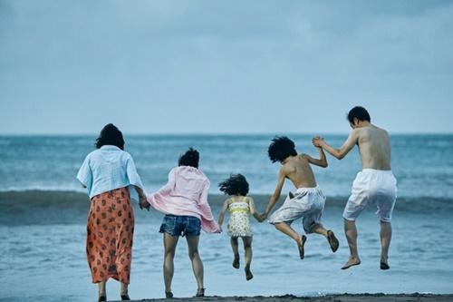 映画『万引き家族』のワンシーン。(写真提供=t.cast)