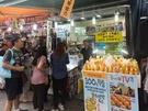 韓国のグルメ番組でも紹介された「みかんハルバンジュース(キュルハルバンジュス)」(4,000ウォン)。済州島(チェジュド)の名産品「ハルラボン」の果汁を100%使用した甘酸っぱい味わいは暑い日にぴったり!