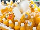 キンキンに冷やされたジュースは、済州島の守り神「トルハルバン」の形をしたペットボトルに入っていて、食べ歩きのお供はもちろん、お土産にも。
