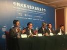 14日に北京精華大が主催した第7回世界平和フォーラム韓中関係セッションに出席した韓国・中国の専門家。左側から朴仁国(パク・イングク)韓国高等教育財団事務総長、金聖翰(キム・ソンハン)高麗大国際大学院長、劉建飛・中央党校国際戦略研究所副所長、鄭在浩(チョン・ジェホ)ソウル大政治外交学部教授、李彬・精華大国際関係学院教授。