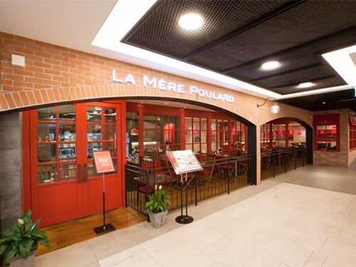 お買い物中にお腹がすいたら、グルメモール「FAMILLE STATION(パミエステーション)」がオススメ!有名グルメ店からおしゃれカフェまで、目移りしてしまうラインナップです。