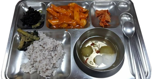 韓国消防士の夕食メニューの一例(写真=119消防管理安全事業団)