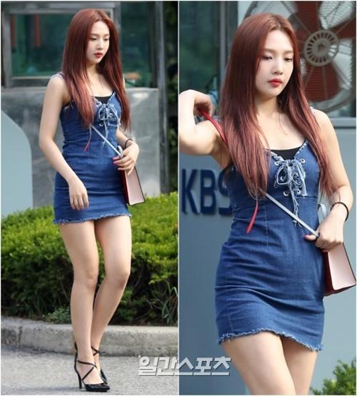 10日午前、音楽番組『ミュージックバンク』のリハーサルのため、ソウル汝矣島(ヨイド)KBS(韓国放送公社)新館公開ホールに入るRed Velvetのジョイ。