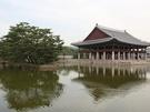 旅行中、一度は訪れたい「古宮(コグン)」。光化門(クァンファムン)エリアには、朝鮮時代の正宮である観光名所「景福宮(キョンボックン)」があります。