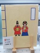 韓国らしさ満載のアルバム(3種類、各3,000ウォン)に韓国旅行の写真を収めれば、楽しい思い出も倍増しそう。他にも文房具や生活雑貨などバラエティ溢れる「韓国伝統シリーズ」をチェックしてみて下さい!
