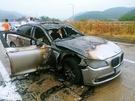 9日午前7時50分ごろ、慶尚南道泗川市の南海高速道路を走行して簡易パーキングエリアに停車していたBMW 730Ld車両から出火して全焼した。この車両は2011年式で、リコール対象製造日(2012年7月~2015年1月28日)に含まれていなかったことが分かった。(写真=慶南警察庁)