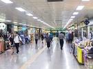 炎天下はできれば避けたい今の時期。ソウルの2大ショッピング名所、明洞(ミョンドン)と東大門(トンデムン)まで地下商店街を通って歩くことができるのをご存知ですか?