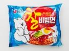 農心(ノンシム)の「チャル ビビン麵(900ウォン)」は今夏「オーバーアクショントッキ(すこぶる動くウサギ)」のパッケージで登場!パケ買いしたくなる可愛さです。