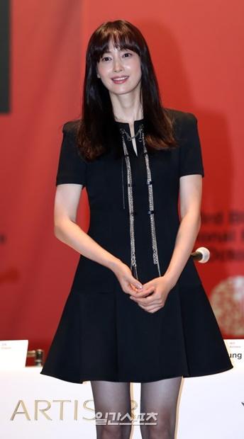 4日午後、ソウル南大門路大韓商工会議所で行われた第23回釜山国際映画祭公式記者会見に登場した女優イ・ナヨン