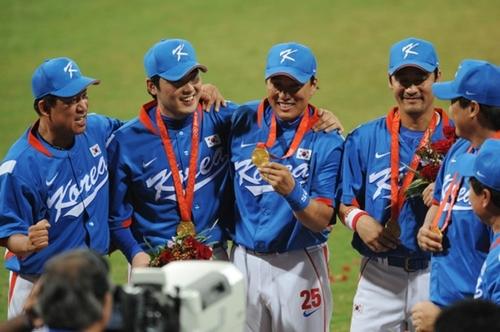 2008北京五輪で金メダルを獲得した韓国野球代表チーム。野球が五輪に復帰するのは北京大会以来12年ぶりだ。(写真=五輪写真共同取材団)