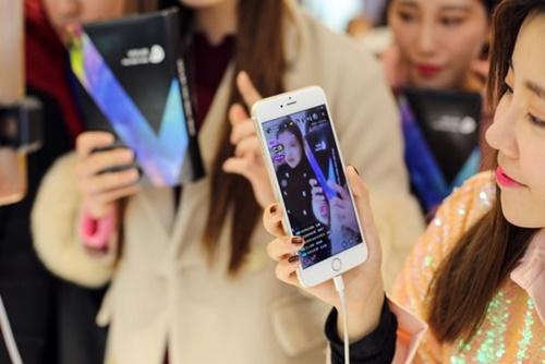 Kビューティーの新たな主役として、中国SNSスターの「網紅( ワンホン)」と呼ばれる人々が浮上している。