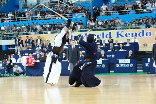 16日に仁川で行われた世界剣道選手権男子団体決勝の韓国-日本戦。(写真=大韓剣道会)